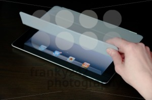 A-black-Wi-Fi-iPad2-with-gray-Smart-Cover4