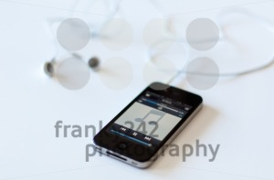 Apple iPhone 4s with audioplayer and earphones - franky242 photography