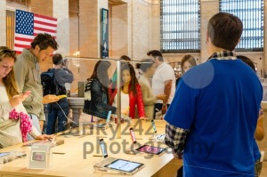 Apple iPhone 5C in the Apple Store in Grand Central Station - franky242 photography