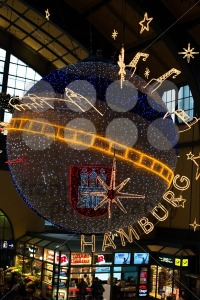 Christmas-decoration-in-main-station-of-Hamburg-Germany