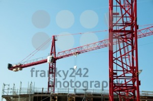 Construction-site-with-cranes-and-building1