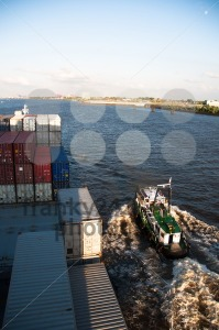 Container-Ship-and-Pilot-approaching-Hamburg