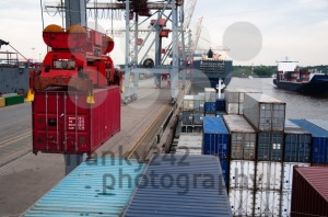 Container Ship being (un)loaded - franky242 photography