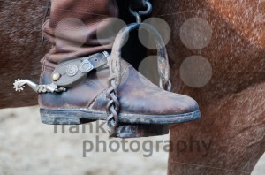 Cowboy-boot-with-spur-and-horse1