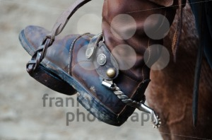 Cowboy-boot-with-spur-and-horse2