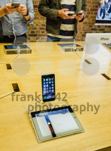 Customers admiring the new Apple iPhone 6 - franky242 photography