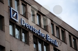Deutsche-Bank-logo-neon-sign