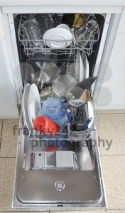 Dishwasher-with-open-hatch-and-clean-dinnerware