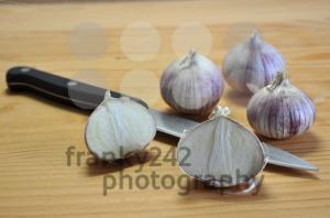 Elephant-Garlic-on-cutting-board