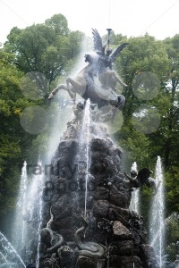 Fountain-figures-in-front-of-castle-Herrenchiemsee