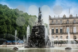 Fountain-figures-in-front-of-castle-Herrenchiemsee2