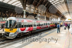 Heathrow Express with Vodafone commercials at Paddington Station - franky242 photography