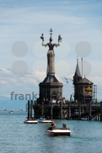 Imperia-statue-and-old-building-at-the-harbor-of-Konstanz