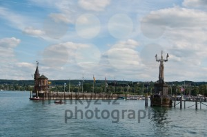 Imperia-statue-and-old-building-at-the-harbor-of-Konstanz1