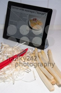 Modern-Cooking-with-Digital-Tablet-PC