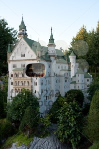 Neuschwanstein-Castle-built-out-of-Lego-bricks