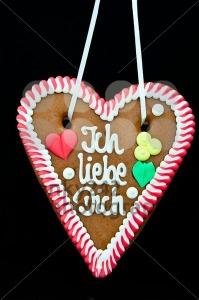 Oktoberfest-Gingerbread-Heart1