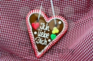 Oktoberfest-Gingerbread-Heart2