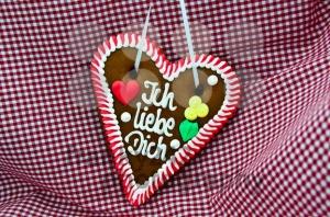 Oktoberfest-Gingerbread-Heart2