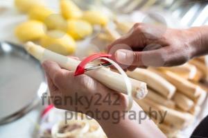 Peeling-white-asparagus1