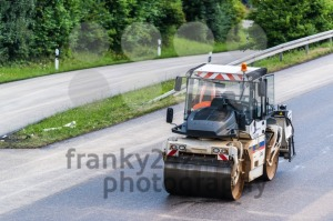 Road-roller-during-asphalt-paving-works2