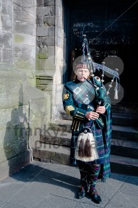 Scottish Bagpiper in Edinburgh - franky242 photography