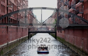 Sightseeing-boat-in-Hamburg-Speicherstadt
