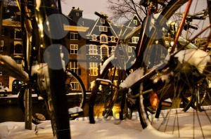 Snowy-Amsterdam-At-Night