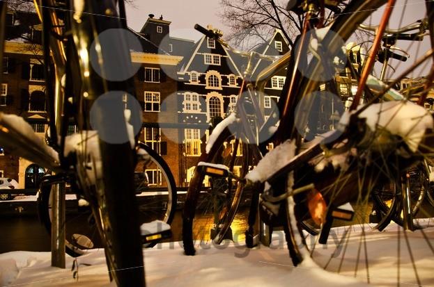 Snowy-Amsterdam-At-Night