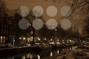 Snowy-Amsterdam-At-Night1