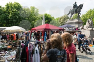 Visitors of the famous Stuttgart flea market - franky242 photography