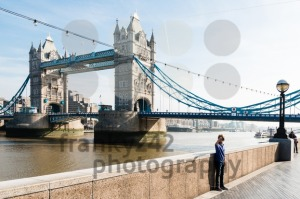 Young boy taking a selfie  in front of the Tower Bridge - franky242 photography