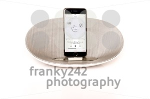 iPhone 6 with loudspeaker playing U2 - franky242 photography