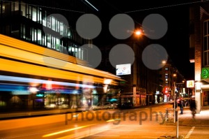 night-scenery-at-the-crossroads-8211-bus