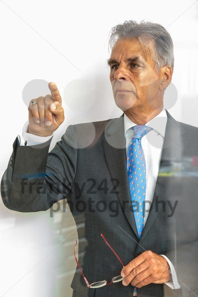 pointing on glass - franky242 photography