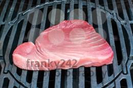 tuna steak on bbq