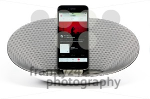 iPhone 6 with loudspeaker playing Apple Music - franky242 photography