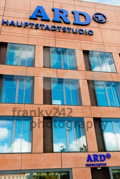 ARD studio Berlin – refugees welcome - franky242 photography