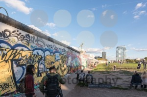 People at the Berlin East Side Gallery - franky242 photography
