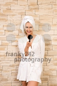 Gorgeous woman pointing with make-up brush - franky242 photography