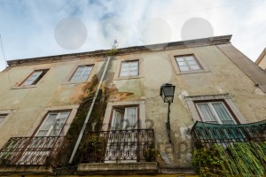 Rundown Lisbon house facade - franky242 photography