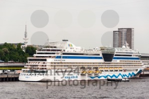 AIDAluna cruise ship is docked in Hamburg - franky242 photography