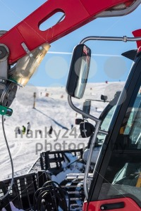 Skiers and snow-grooming machine - franky242 photography