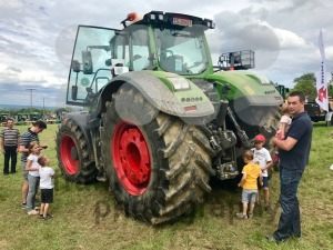 Fendt top model 1050 Vario at tractor exhibition - franky242 photography