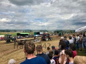 Tractor pulling heavy weight - franky242 photography