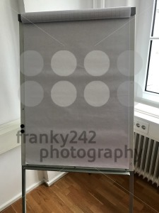 Blank flip chart in the office - franky242 photography
