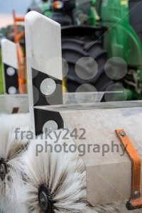 Tractor cleaning reflector posts - franky242 photography