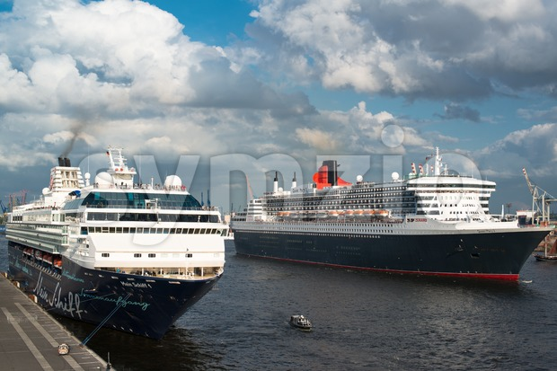 HAMBURG, GERMANY - MAY 12, 2013: Queen Mary 2, one of the largest and most luxury cruise ships in the ...