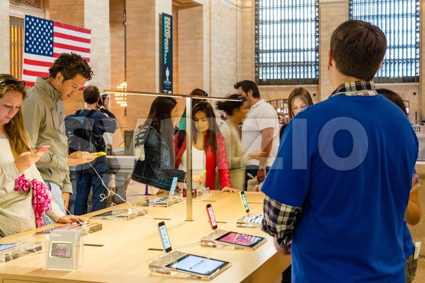 Apple iPhone 5C in the Apple Store in Grand Central Station Stock Photo