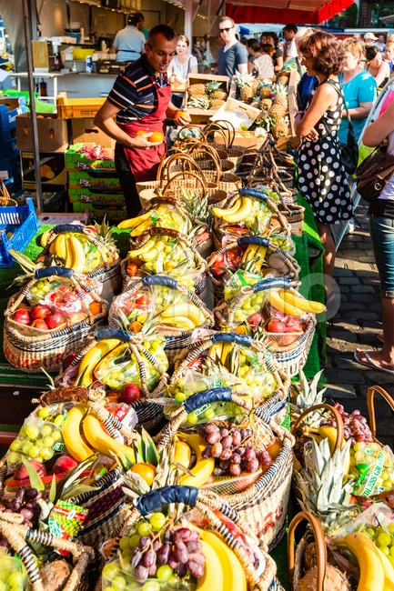 HAMBURG, GERMANY - JULY 20, 2014: A greengrocer is selling fruit on the traditional Hamburg Fish Market in the early ...